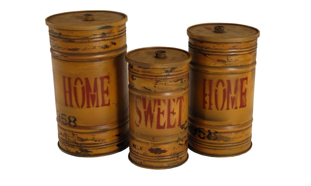 Potes de ferro envelhecidos, Velha Bahia, R$ 248, R$ 88 e R$ 169 Terceiro / Reprodução