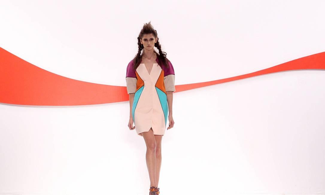Penúltima grife a desfilar no Fashion Rio, a Coca-Cola Clothing criou uma coleção esportiva de streetwear, com toque futurista Monica Imbuzeiro/Agência O Globo