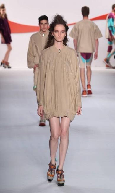 Para desenvolver as peças de shape amplo - modelagem presente em camisetas, blusas e casacos -, a estilista Thaís Rossiter olhou para o estilo dos jogadores de basquete, que gostam de uma roupa bem larga. Mas aqui, não existe exagero Monica Imbuzeiro/Ag~encia O Globo