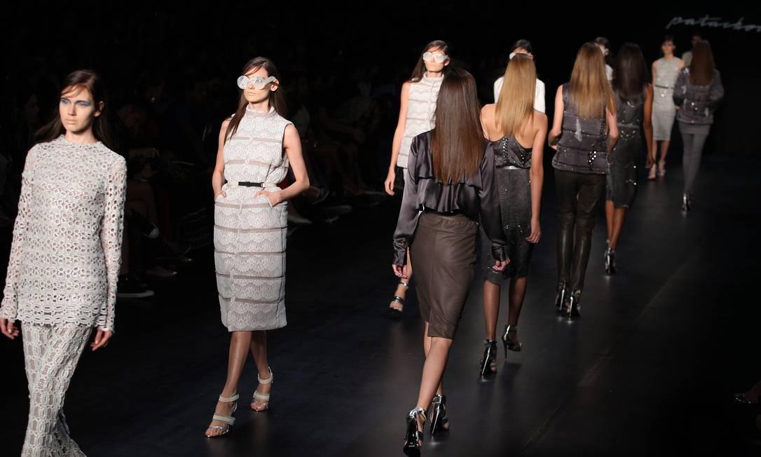 A Patachou mostrou roupas de festa com modelagem reta e inspiração esportiva. Fabio Rossi/Agência O Globo