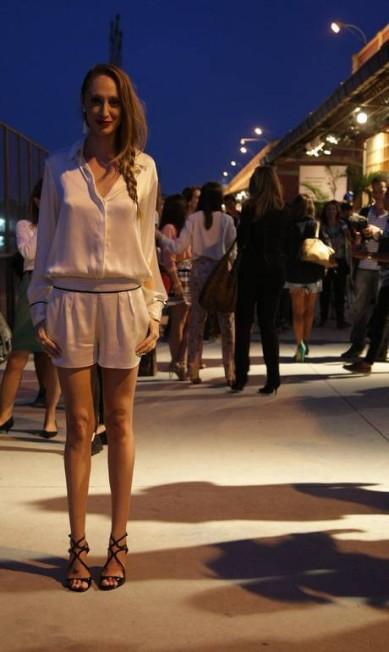 A modelo e apresentadora Talytha Pugliesi optou pelo short branco larguinho da NK Store com camisa da mesma marca e sandália Corello Laura Marques / Agência O Globo