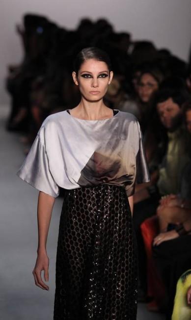 Os tecidos escolhidos foram o tule, crepe e georgete de seda Monica Imbuzeiro / O Globo