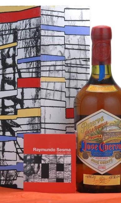 Para assinar a edição comemorativa de 2004, a Jose Cuervo convidou o pintor Raymundo Sesma, que desde os anos 1980 vive entre Milão e o México. O artista tem trabalhos que fazem parte dos acervos do Metropolitan de Nova York e do Victoria and Albert Museum, de Londres. Aqui, seus traços dialogam com Miró e Mondrian. Divulgação