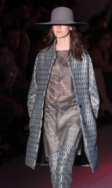 Seda pura, lã com seda, musseline, rendados em formatos geométricos foram os principais tecidos usados Eliaria Andrade / Eliária Andrade / O Globo