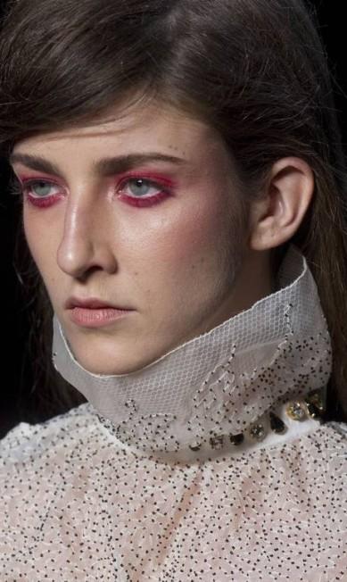 Franja lateral e esfumado vermelho nos olhos foram os destaques de beleza de R.Rosner Andre Penner / AP Photo/Andre Penner