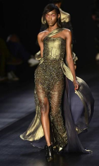 Caudas bordadas e brilhosas deram um ar sofisticado ao look Reinaldo Marques/free lancer / Reinaldo Marques / O Globo