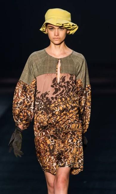A coleção desenhada pela estilista Keka Torello veio cheia de vestidos YASUYOSHI CHIBA / AFP PHOTO / Yasuyoshi CHIBA