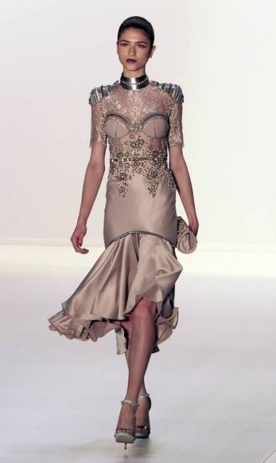 """A rainha Nefertiti foi a """"musa"""" inspiradora do estilista nessa temporada de inverno Eliaria Andrade / Eliária Andrade / O Globo"""