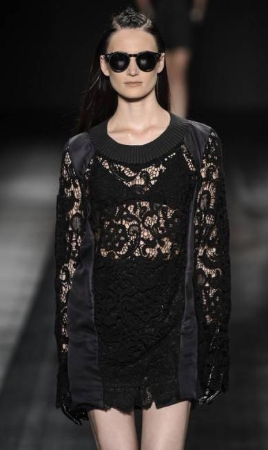 A renda preta, sempre sensual, também foi uma das apostas da estilista Ze Takahashi / Divulgação