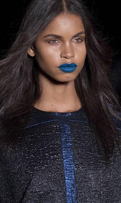 A jovem da Triton é moderna e ousada o suficiente para sair por aí com um batom azul ou preto, como surgiu em outras modelos Andre Penner / AP Photo/Andre Penner
