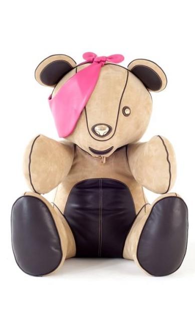 O urso Pudsey ganhou versão em couro na Loewe Reprodução
