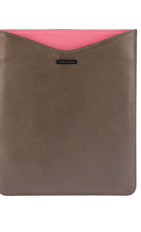 Capa para iPad Marc Jacobs R$ 900 (www.farfetch.com.br) Divulgação