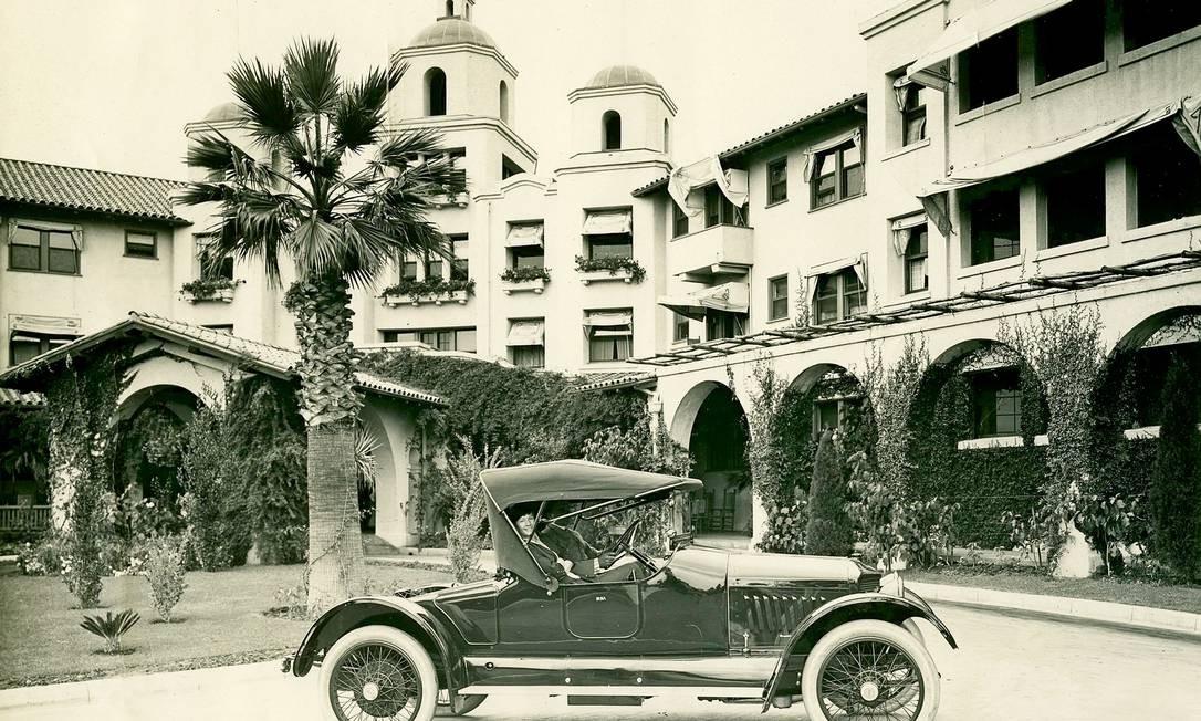 Foto de 1912 mostra o carro da filha de Margaret Anderson, a primeira proprietária do hotel Foto: Cortesia do
