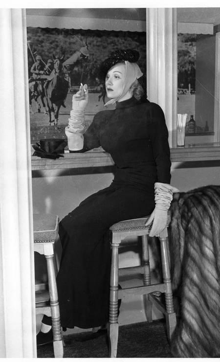 Marlene Dietrich, que adorava calças, mudou o dress code do bar Polo Lounge, que só permitia a frequência de mulher de saias Foto: Cortesia do