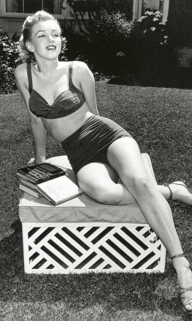 Marilyn Monroe posa em frente ao bangalô 7, seu favorito, em 1952 Cortesia do