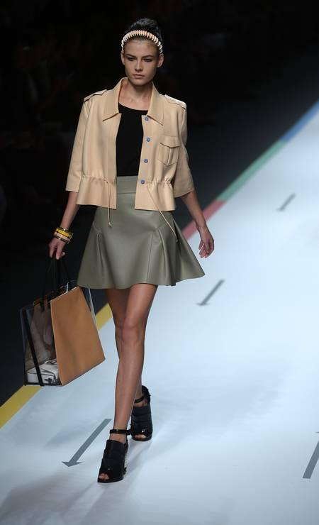 Bolsa com transparência é outra aposta do mundo fashion. Na foto, o modelo da Fendi Foto: FILIPPO MONTEFORTE / AFP