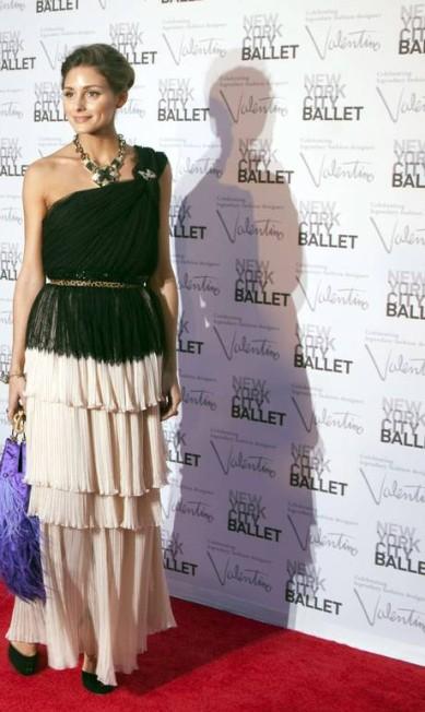A apresentadora e it-girl Olivia Palermo combinou plissado em camadas, franjas e máxi colar na produção para o evento ANDREW KELLY / REUTERS/Andrew Kelly