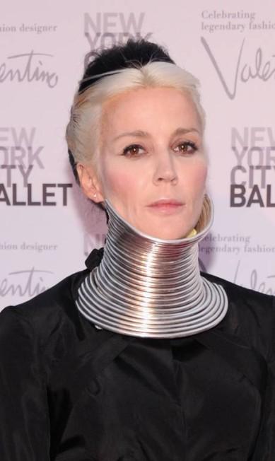 A artista Daphne Guinness atacou de mulher girafa no tapete vermelho do evento New York City Ballet Fall Gala, em Nova York, na noite de quinta-feira Jamie McCarthy / Jamie McCarthy/Getty Images/AFP