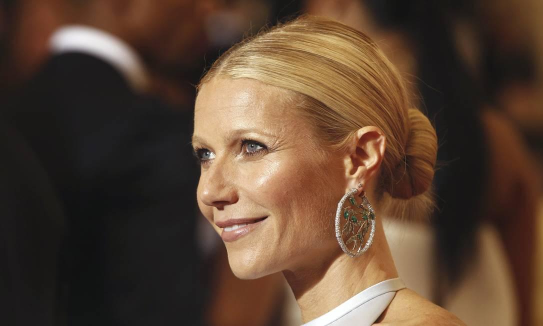 """Aos 39 anos, Gwyneth Paltrow foi eleita pela revista """"People"""" como a """"mulher mais bem vestida do mundo"""". Na imagem, a atriz posa para os fotógrafos no tradicional baile de gala do Met 2012 com joias da designer Anna Hu LUCAS JACKSON / Reuters"""