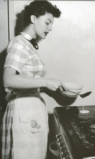 Ava Gardner: Ava Gardner: ex-mulher de Frank Sinatra, ela nunca foi adepta de dietas e adorava cozinhar para a sua empregada, que costumava acompanhar a famosa atriz nas suas viagens Terceiro / Reprodução