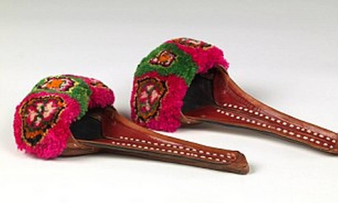 Esse par é uma mule paquistanesa é feita de lã e couro Reprodução / Daily Mail