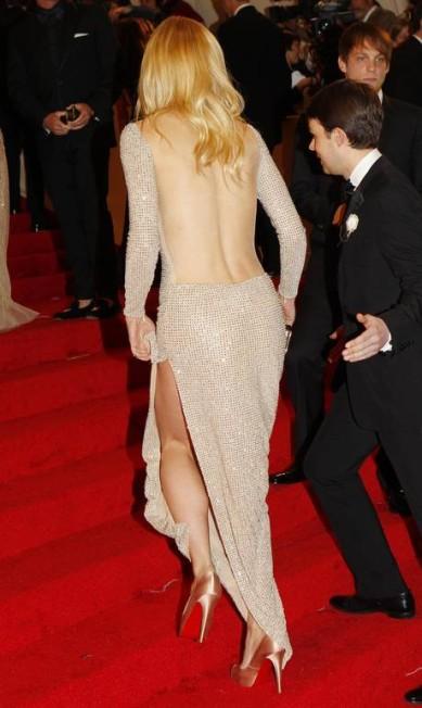 No tradicional baile de gala do Met de 2011, Gwyneth Paltrow ousou com look da estilista inglesa Stella McCartney MIKE SEGAR / REUTERS