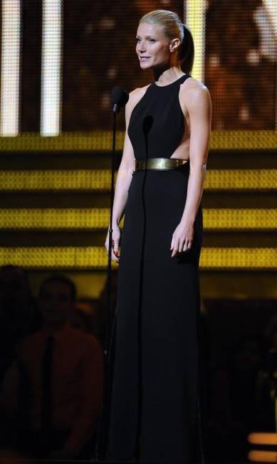 No Grammy 2012, Gwyneth Paltrow usou um pretinho nada básico de Stella McCartney ROBYN BECK / AFP