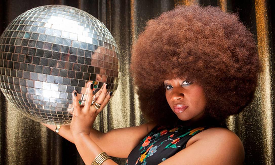Aevin Dugas conseguiu o título de maior cabelo afro do mundo. As impressionantes medidas são: 18,5 cm de altura, 19,6 largura e 132.1 cm de circunferência Guinness World Records