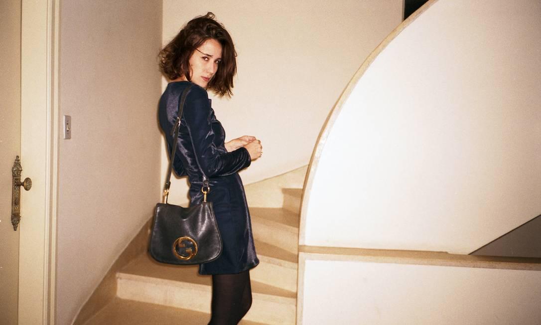 Mais um clique de Paola, esbanjando estilo até para subir um lance de escada: só no carão. Tinko Czetwertynski