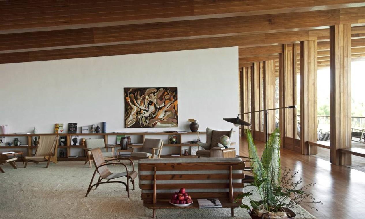 A deocração do lobby mistura madeira e estrutura de concreto Foto: Terceiro / Reprodução