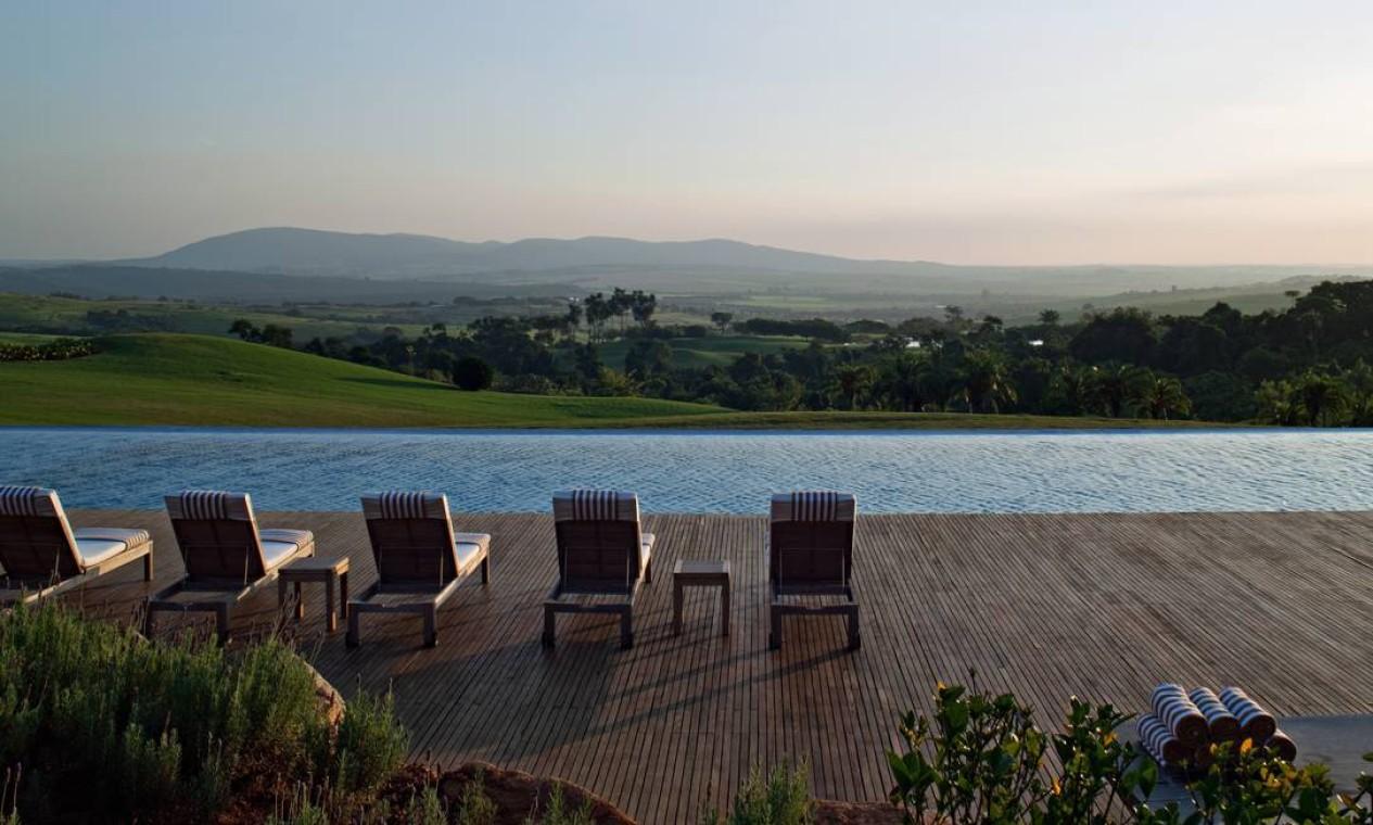 A paisagem vista da piscina da Fazenda Boa Vista: R$ 600 o metro quadrado Foto: Terceiro / Divulgação