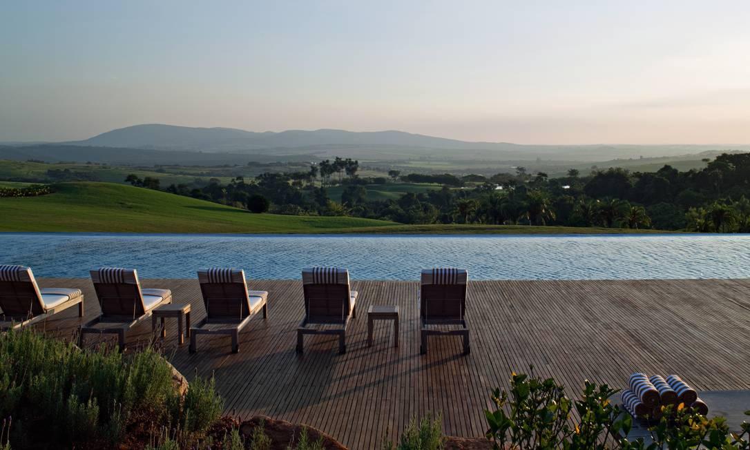 A paisagem vista da piscina da Fazenda Boa Vista: R$ 600 o metro quadrado Terceiro / Divulgação