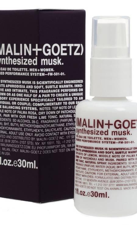 O Synthesized Musk, da marca Malin + Goetz (que não existe no Brasil) nem parece um perfume se olharmos a embalagem. Mas suas notas de patchouli, limão e almíscar levaram o 8º lugar do The Independent Foto: Reprodução