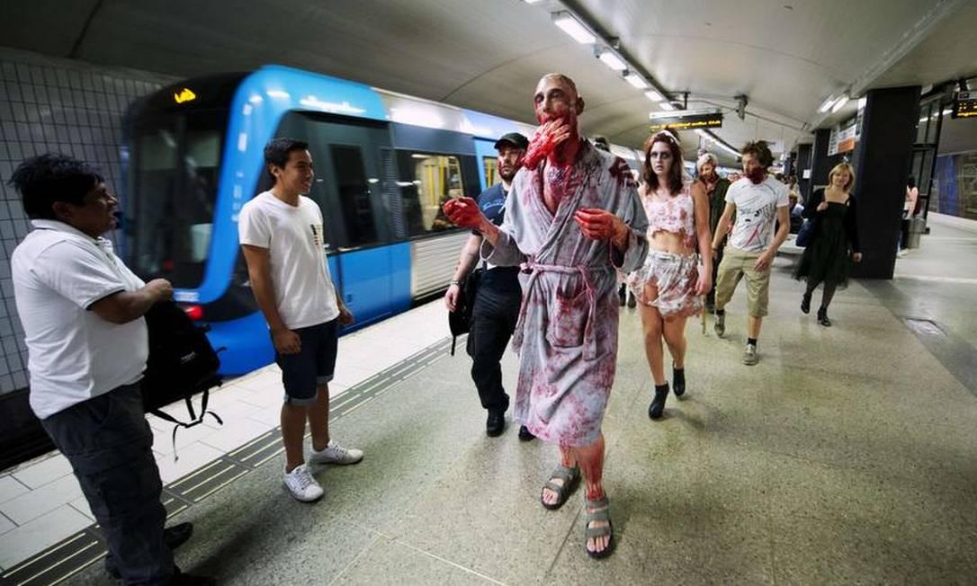 Os participantes também circularam por locais de grande movimento - como shoppings, parques, estações de metrô - e obviamente não passaram despercebidos Jonathan Nackstrand/AFP