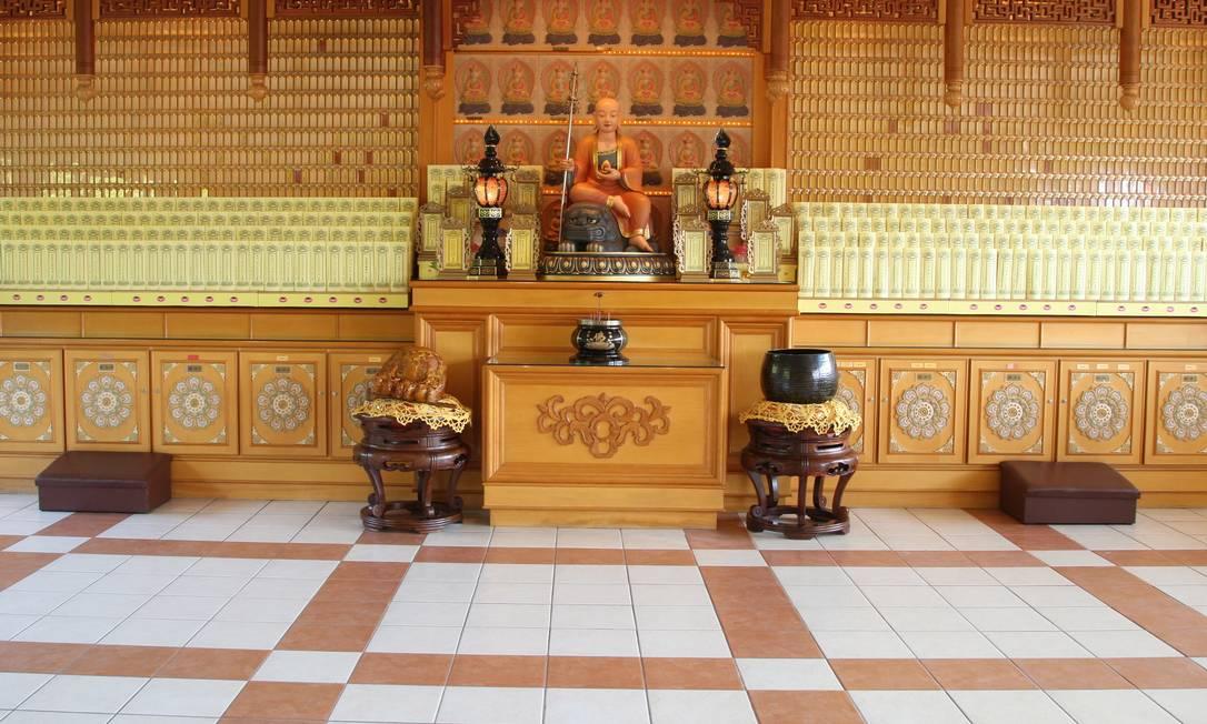 O templo é um refúgio para budistas e também curiosos em busca de paz interior e relaxamento Marcos Alves/O Globo