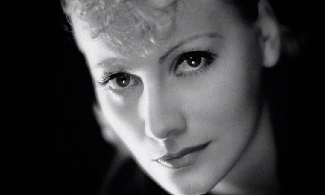 Greta nasceu em Estocolmo, na Suécia, em 1905, e começou sua carreira ainda no cinema mudo nos anos 20. Foi indicada quatro vezes ao Oscar, mas só recebeu a estatueta em 1954, pelo conjunto da obra. Divulgação