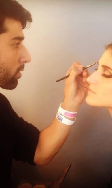 """Segundo Rodrigo, rímel é o produto predileto das modelos. """"Elas ficam realmente tristes quando o make do desfile não marca a região dos olhos"""", comentou o maquiador Arquivo Pessoal"""