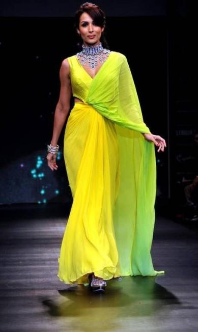 A atriz Malaika Arora usou vestido de cor forte e joias de KGK Entice AFP