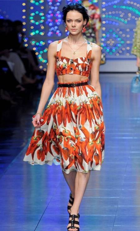 c78399b2e A grife Dolce   Gabbana foi uma das responsáveis pela hortifrutimania na  moda internacional. Na
