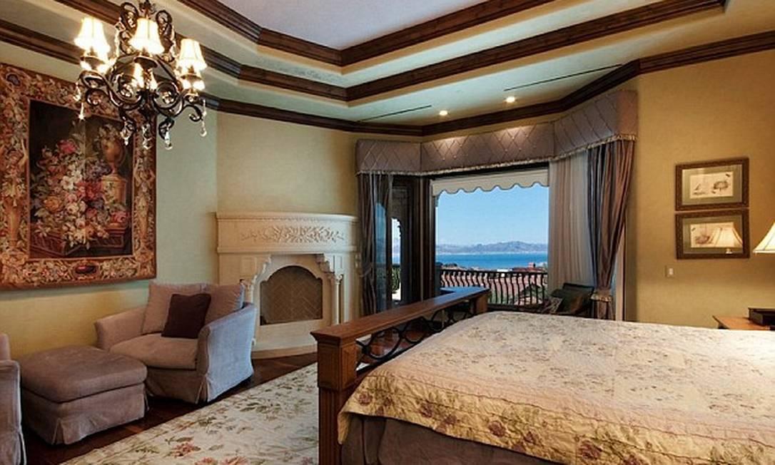 A casa tem seis quartos e duas acomodações familiares Reprodução realtor.com