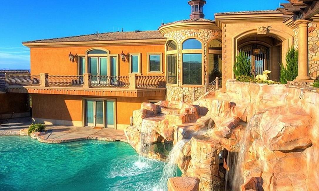 A mansão tem até cascatas artificiais Reprodução realtor.com