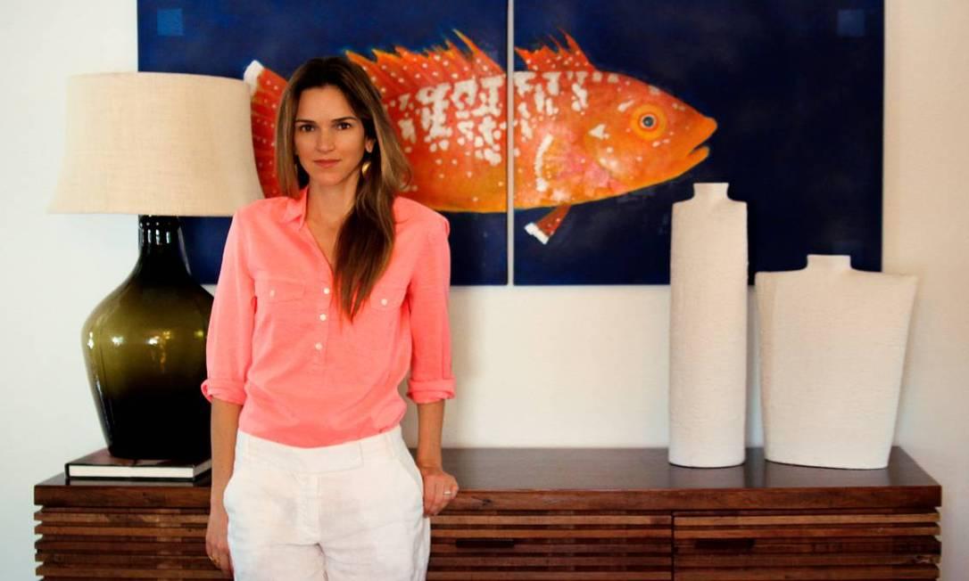 Estilista e dona da marca de moda praia Vix, Paula Hermanny mostra parte de sua sala em San Diego Arquivo pessoal