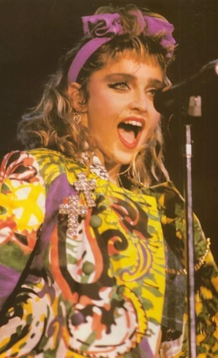 """Nos meados dos anos 1980, Madonna era ícone absoluto de uma geração. Seu visual inspirava garotas do mundo inteiro. Todas queriam ser a cantora. As """"wannabe"""" andavam por aí vestidas e penteadas como a estrela Foto: Reprodução"""