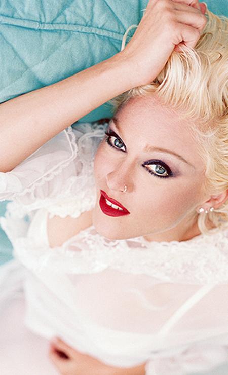 """Para a fase de """"Bedtime Stories"""", de 1994, as madeixas da cantora americana ficaram superplatinadas. A mão também pesou na maquiagem Foto: Reprodução"""