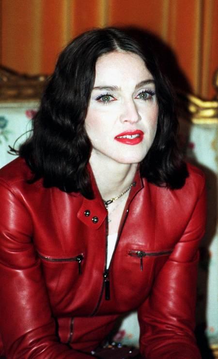 """Em 1998, ainda na fase de """"Ray of Light"""", o cabelo ficou ainda mais preto Foto: Michael Brann / Reuters"""
