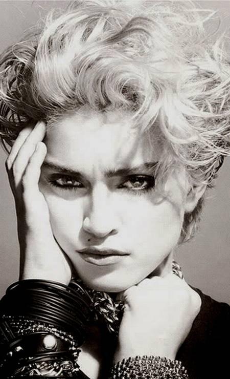 Em 1983, Madonna surgiu para o mundo. O cabelo era desgrenhado. O visual era despretensioso, mas já dava pistas de que nascia uma estrela Foto: Reprodução