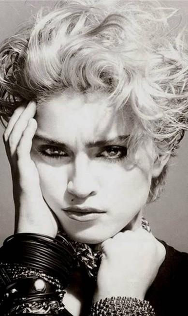 Em 1983, Madonna surgiu para o mundo. O cabelo era desgrenhado. O visual era despretensioso, mas já dava pistas de que nascia uma estrela Reprodução