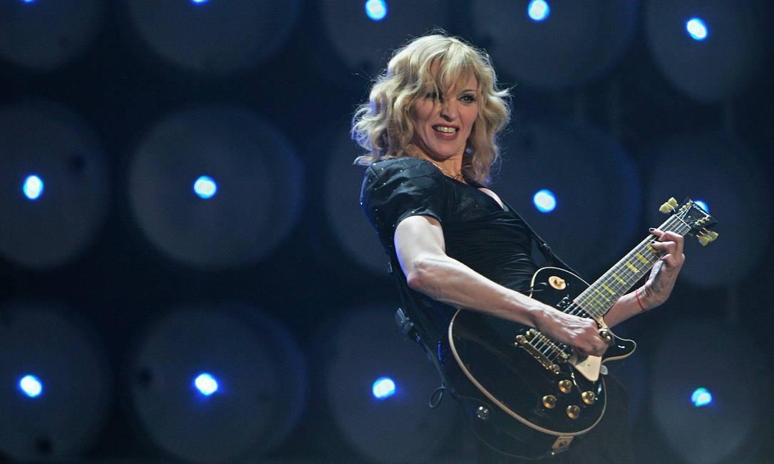 """Para se apresentar no """"Live Earth"""", em 2007, a cantora apostou no franjão, nos fios completamente loiros e em leves ondas Carl de Souza / AFP"""