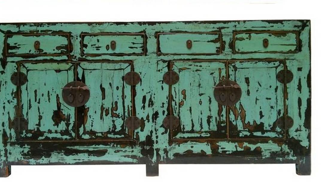 Bufê chinês em madeira maciça com pintura artesanal R$ 4,9 mil na Rug Hold (Tel: 21 3299-9999) Divulgação