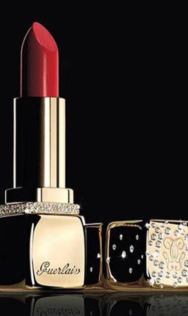 O batom Kiss Kiss Gold and Diamonds da Guerlain, com embalagem de ouro e diamante, sai por nada mais, nada menos que US$ 62 mil (R$ 124 mil) Reprodução / Guerlain